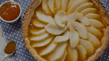 Pie with olive oil short crust pastry and pears