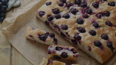 Sweet Focaccia with Oil and Grapes
