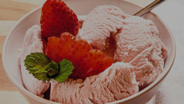 Strawberry ice-cream with Olive Oil
